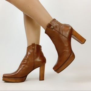 Stuart Weitzman | 9 | Brown Leather Ankle Booties